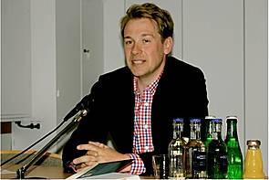 09.05.2012_BuchprÑsentation mit Jochen Bittner _J. Bittner referiert Åber die 3 gro·en Fehler der EU