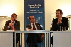 11.05.2012_BuchprÑsentation mit Josef Braml_Diskussion auf dem Podium und mit dem Publikum